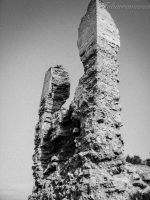 Ruinas del castillo de Tobarra. Ojos del diablo.